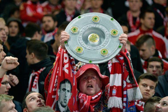 La aficiona llegaba al Olímpico de Berlin con el título en...
