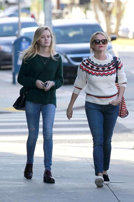Reese y su hija, se ven freaky una junto a la otra WB_RWAHID151214_06.jpg