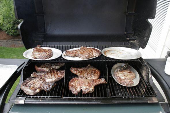 Intenta reducir la comida cocinada al carbon. Estudios recientes demuest...
