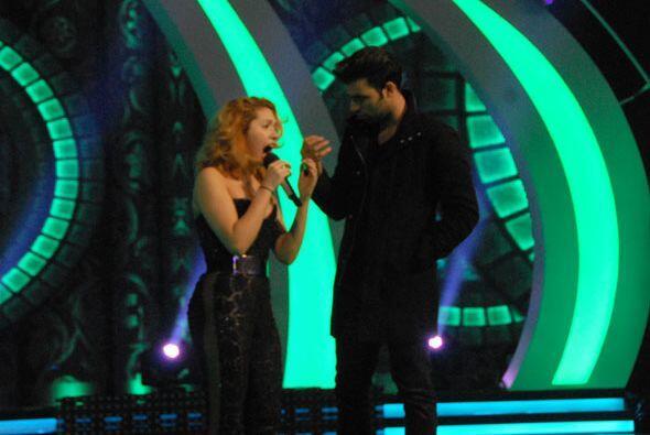Jencarlos también la acompañó en el escenario para aconsejarle cómo mejo...