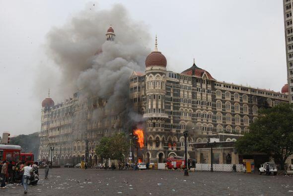 Noviembre de 2008. Un grupo terrorista atacó el centro financiero...