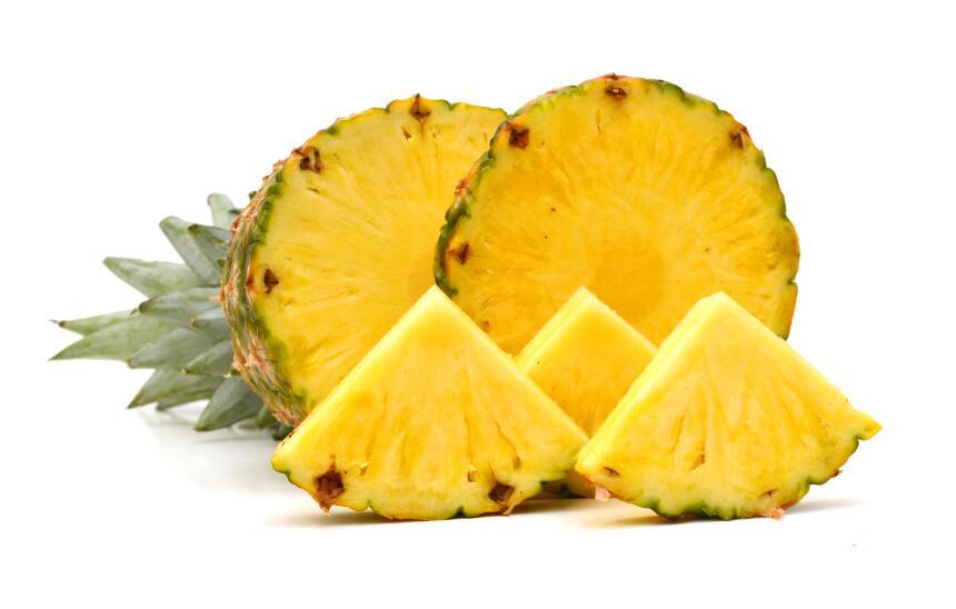 Piña. Esta fruta contiene una sustancia llamada bromelina, una enzima qu...