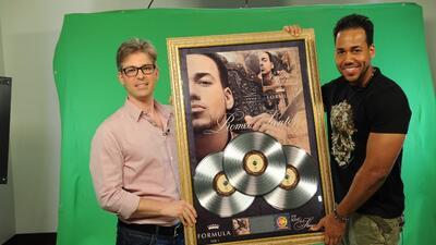 En exclusiva Romeo Santos recibió Triple Disco de Platino en los ensayos...