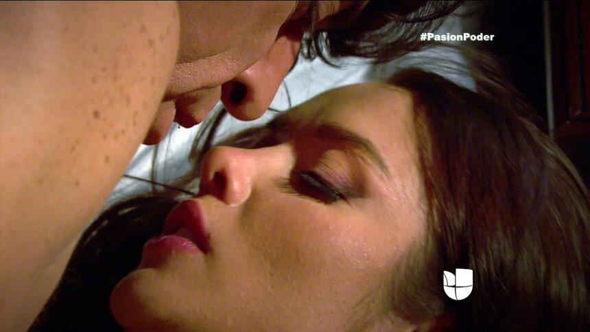 ¿Arturo y Julia pasaron una noche juntos? 3CB15FA20AF844C79E85707D73C816...