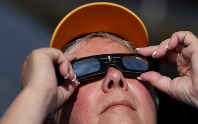 Los neoyorquinos se preparan para ver el eclipse solar
