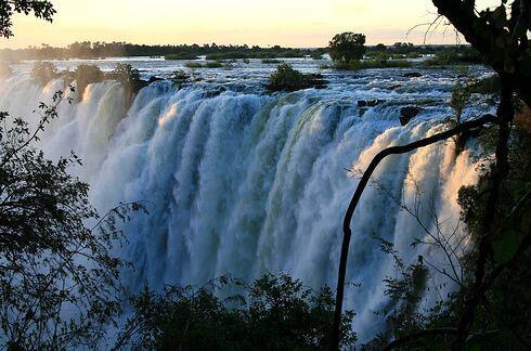 Las cataratas Victoria entre Zimbabwe y Zambia en Africa