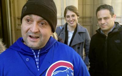 Gabriel Solache habla con los medios en Chicago, el viernes 2 de febrero...