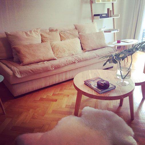 Un sillón moderno y cómodo. Al escoger un sofá, Monayar sugiere que sea...