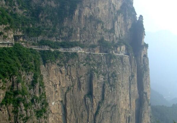Las cinco carreteras más peligrosas del mundo Guoliang Tunnel - LosApos.jpg