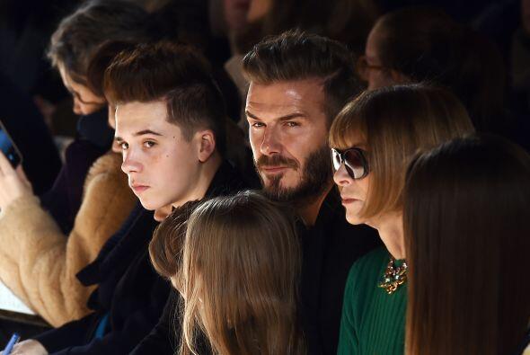 Al desfile de Victoria Beckham no podía faltar su bella familia, quien e...