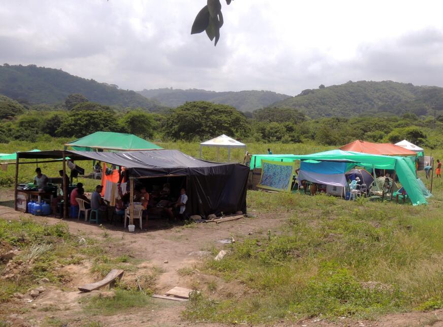 Desesperación y ruinas en la costa ecuatoriana tras el terremoto DSCN214...