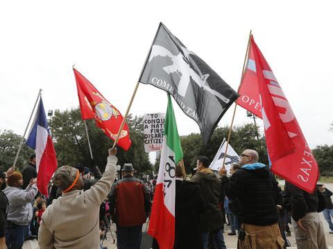 Decenas de activistas en favor del porte de armas se reunieron en el Cap...
