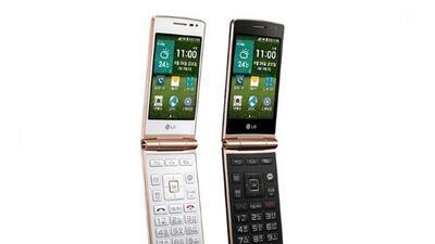 Naturalmente, el teléfono cuenta con toda la funcionalidad de un smartph...