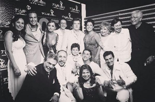 El cast completo de La fea más bella en la ceremonia de los Premi...