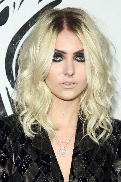¿Aquí quiere parecerse a Debbie Harry de Blondie? Más videos de Chismes...