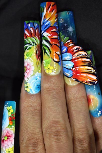 Sí, de acuerdo, esto es arte, pero la mera verdad en las uñas así de lar...