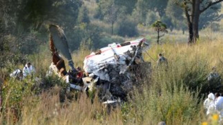Medios locales señalaron que el piloto era estadounidense y que entre la...