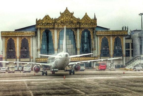 ¡Hello Yangon! Ana y Luis aterrizando en Birmania. (Junio 13, 2014)