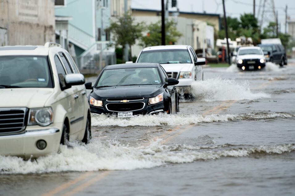 Evita comprar un auto inundado siguiendo estos consejos GettyImages-8396...