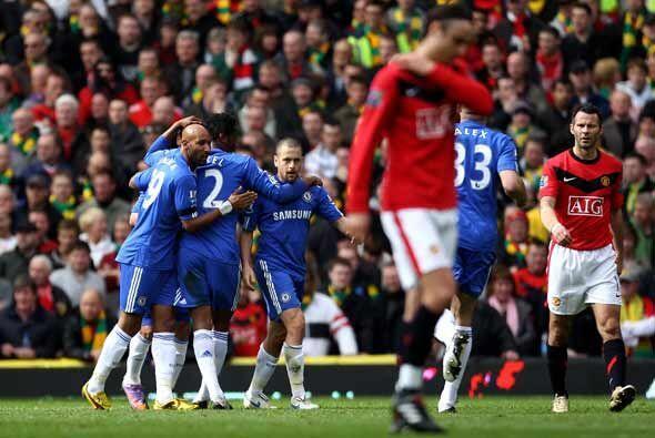 La visita marcó el primer gol por medio de Joe Cole. El 'Old Trafford' t...