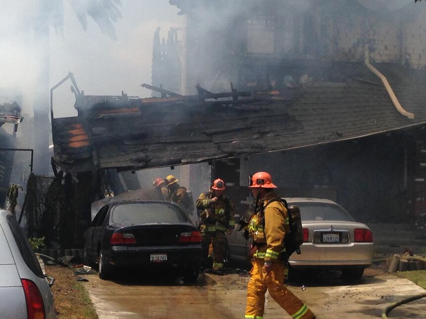 Varios vehículos sufrieron daños.