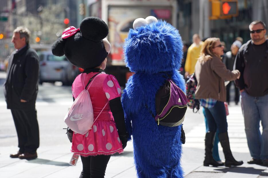La Ciudad vs. Personajes de Times Square