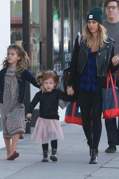 Alba y sus dos pequeñas sin duda tienen un estilo espectacular.