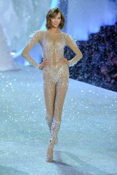 El 'bodysuit' que Karlie Kloss modeló fue otra pieza de la marca que ¡no...