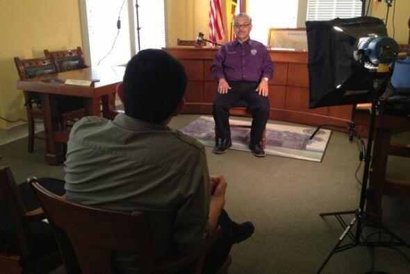 Entrevistando al Juez del condado Dimmit, Francisco Ponce