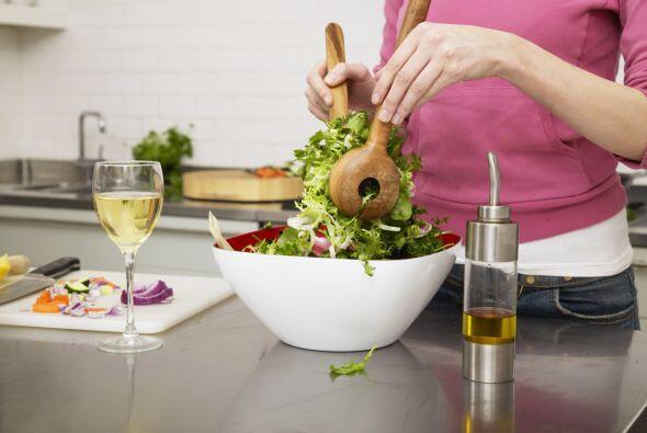 Come de manera balanceada. Comer demasiado o muy condimentado, puede cau...