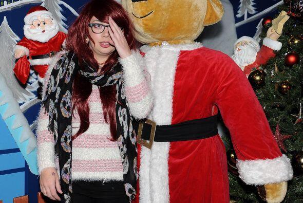 El hombre de la Navidad se encontraba en la habitación contigua y, al en...