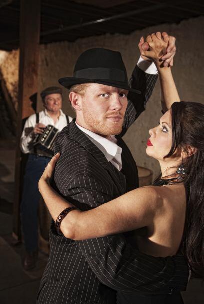 Tomen una clase de tango. ¿Se animan a tirar unos pasitos del dos por cu...