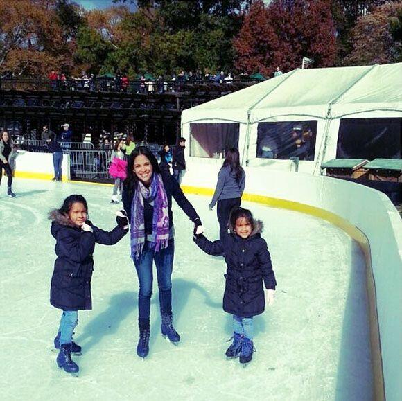 """""""¡Un día hermoso con mis hijas! #patinandoencentralpark #momentosinolvid..."""