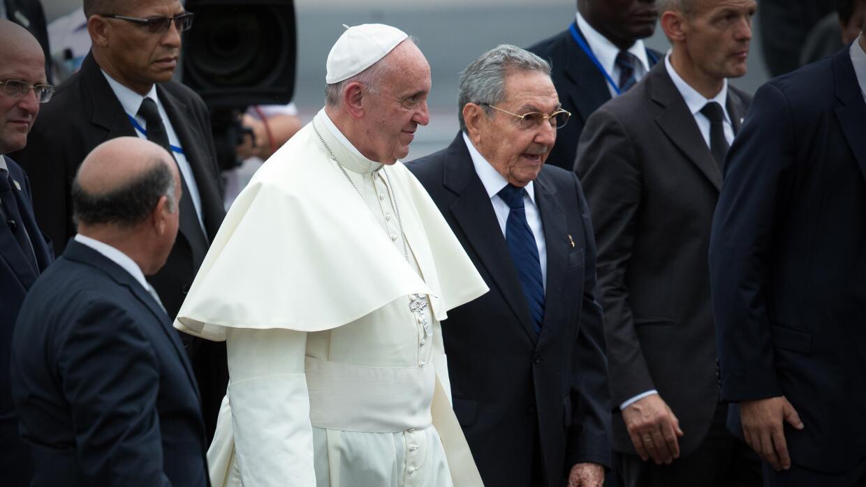 Papa y Raúl Castro