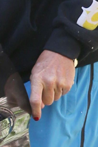Desde que inició con su transformación Bruce siempre luce sus uñas esmal...
