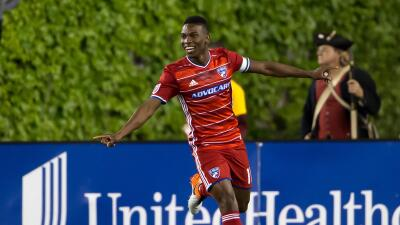Fabián Castillo celebra un gol para FC Dallas