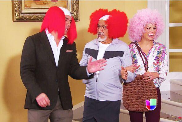 Sin olvidar a tu hermano Fernando, ¡míralo, también se puso una peluca!
