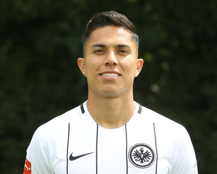 : el Eintracht Frankfurt (Marco Fabian -lesionado- y Carlos Salcedo) ini...