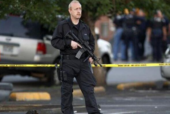 La policía llegó de inmediato al lugar y lo cercó. Según los agentes, el...