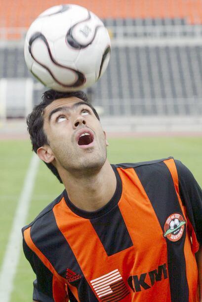 Nery Castillo con la Copa UEFA obtenida con el Shakhtar Donetsk de Ucran...
