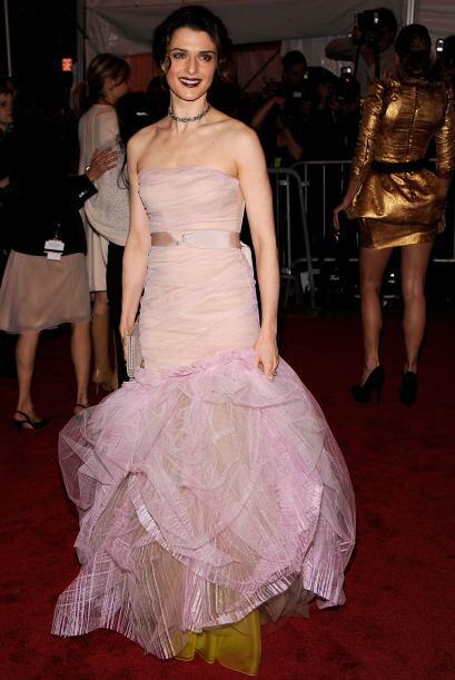 Rachel Weiz es CASI siempre impecable. Es guapa, sofisticada, elegante y...