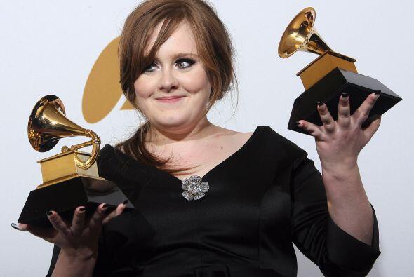 Adele sabe posar muy coqueta ante las cámaras. Más videos de Chismes aquí.