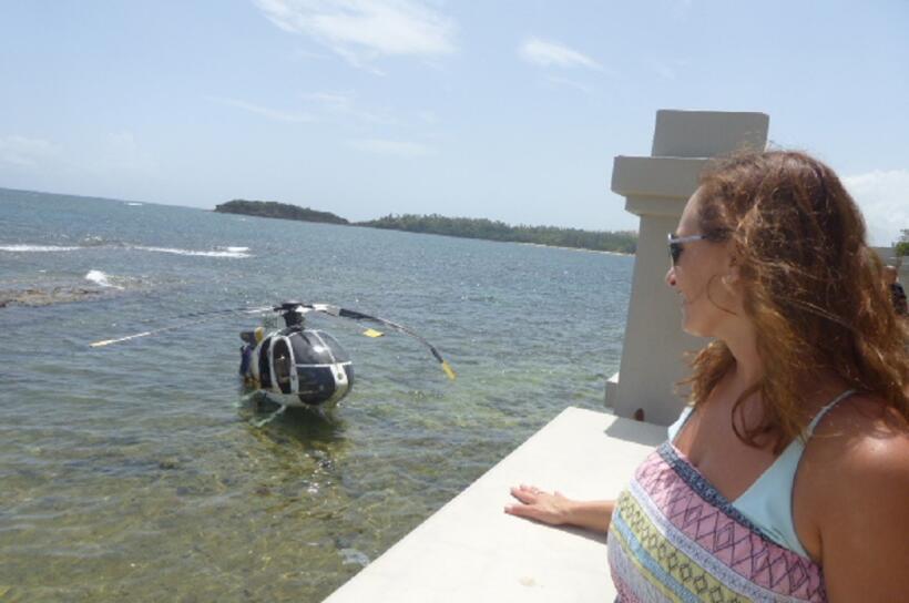 Imágenes del helicóptero accidentado en la playa de Vega Alta.