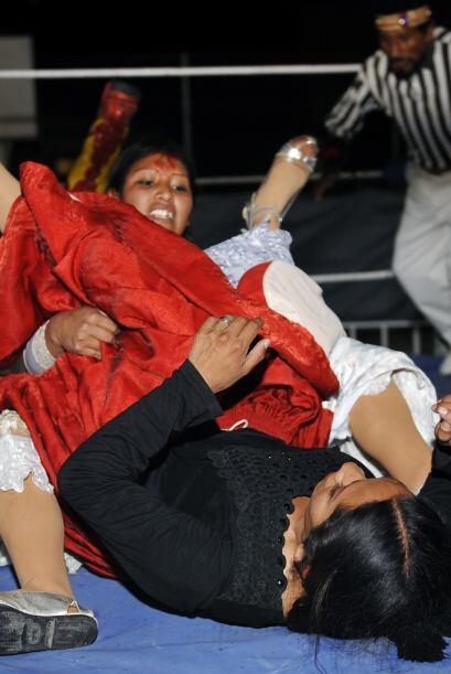Las luchadoras 'Cholitas' de nombre Benita y Ángela llegaron al b...