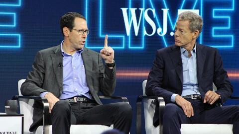 Randall Stephenson y Jeffrey Bewkes, presidentes ejecutivos de AT&T...