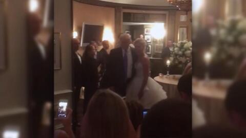 En video: Trump sorprende a unos novios que se casaban en uno de sus clubes