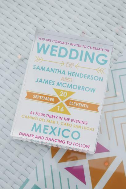 Si tu boda es menos solemne, juega con tipografías modernas y colores co...