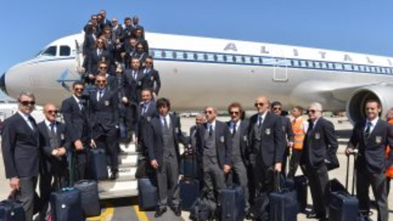 La escuadra italiana volaba hacia Ginebra cuando se presentó el peculiar...