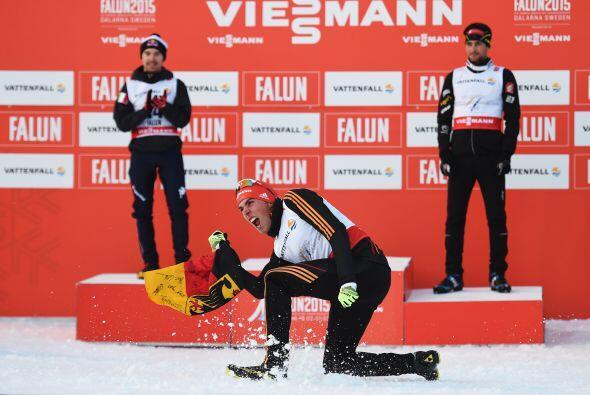 20 de Febrero - Falun, Suecia, Johannes Rydzek de Alemania celebra ganan...