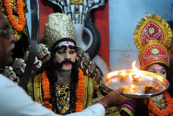 Miles de fieles están listos en la India para celebrar el Vijayad...